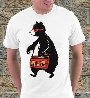 Медведь с магнитофоном